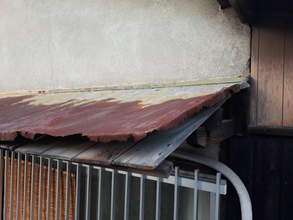 庇(ひさし)は屋根と同じ。お家の傘です。家屋を綺麗に保つ為に大切なんです。