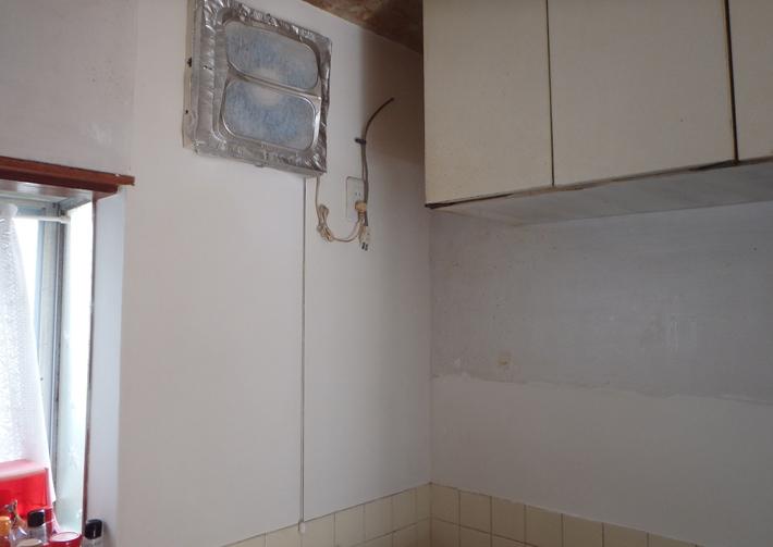 台所の漆喰を塗り直しました。