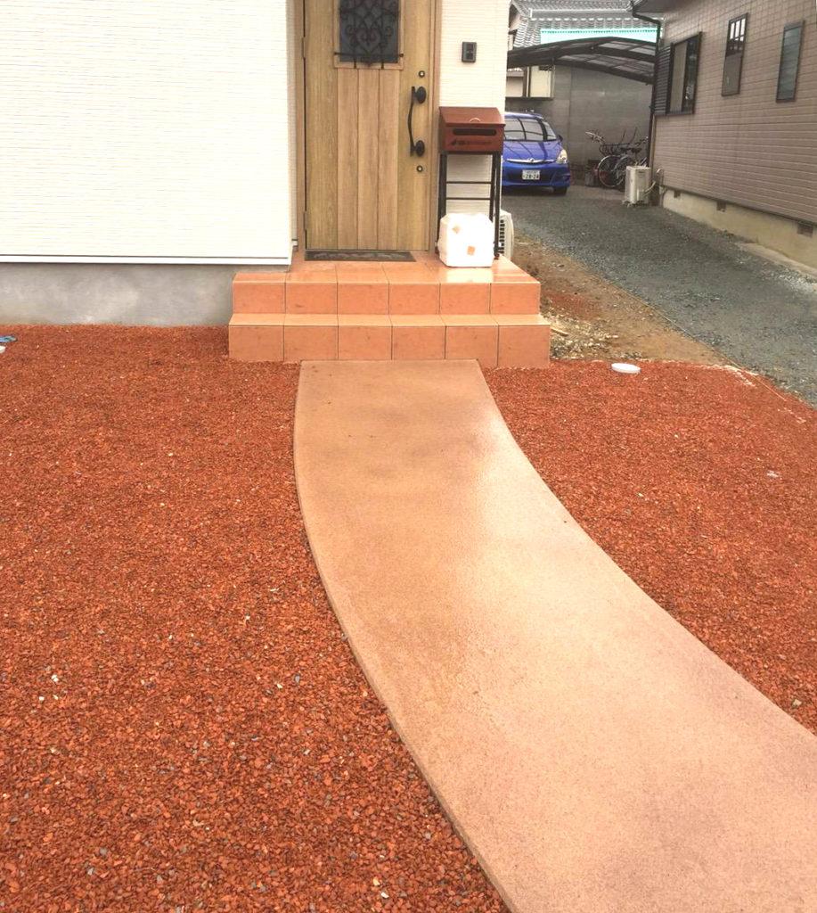 駐車場・外構工事 <加古川市野口町> 瓦チップ、アプローチカラー舗装、タイル工事、瓦リサイクル事業、EcoKawara