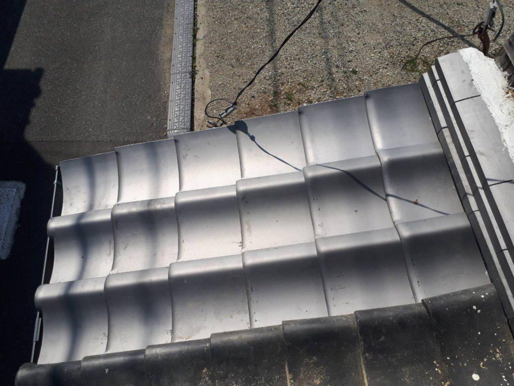 崩れかかっていた屋根を思い切って分断!崩落の危険がなくなりました。