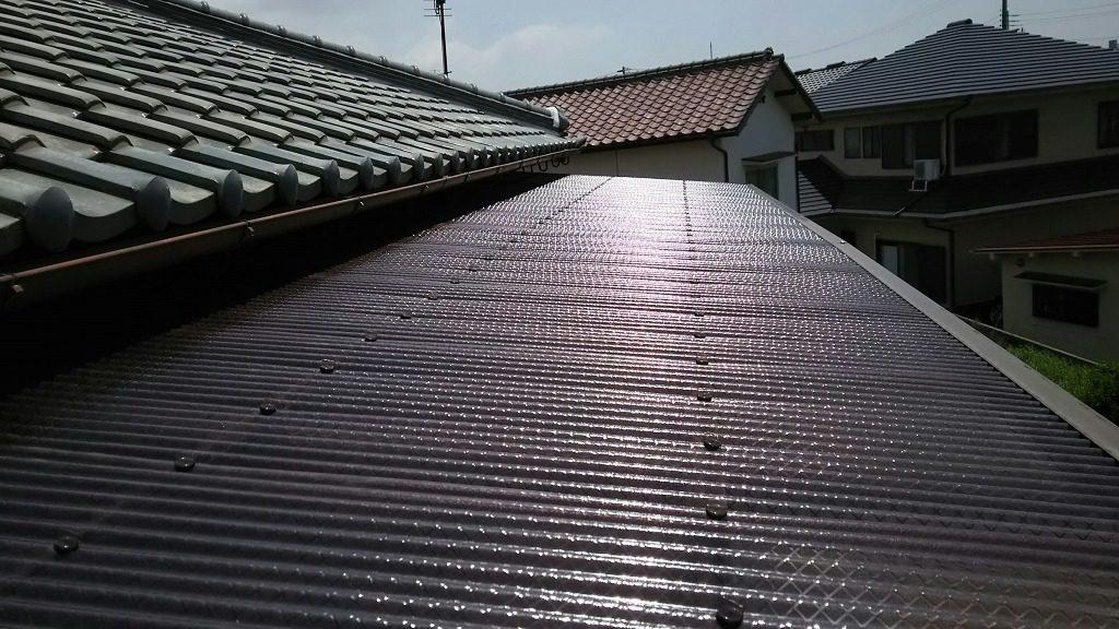 屋根を直したら、波板が傷んでいることが気になってきた