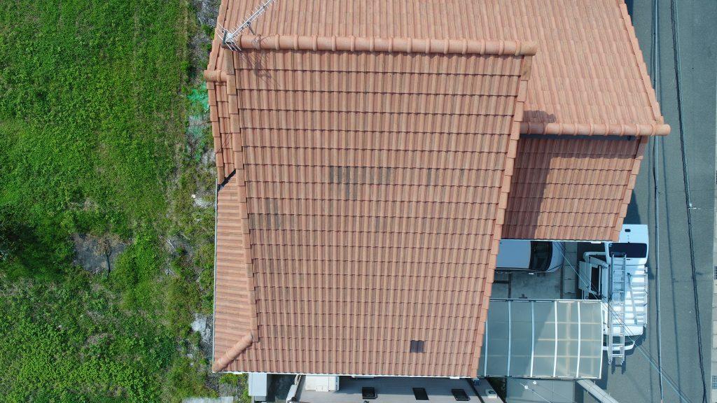 屋根の葺き替え以外、屋根塗装というリフォーム方法。