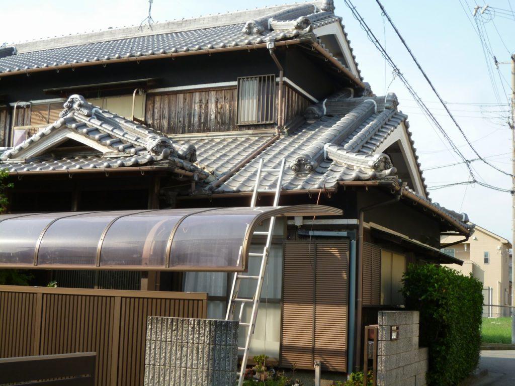 「ちゃんとした屋根屋さんに頼みたいと思って探しました。」昔ながらの立派な和瓦の屋根を補修しました