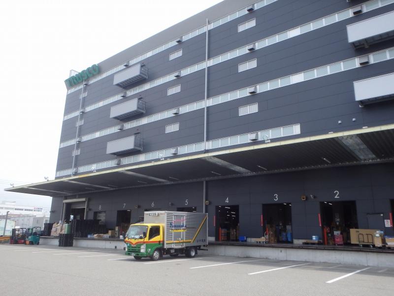 神戸ポートアイランドの物流センターで雨漏り修理を行いました。<工場再生.com>