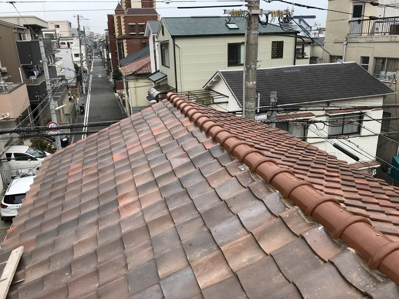 築35年 神戸市中央区屋根修理。安い・早い・軽い・そして地震に強い!