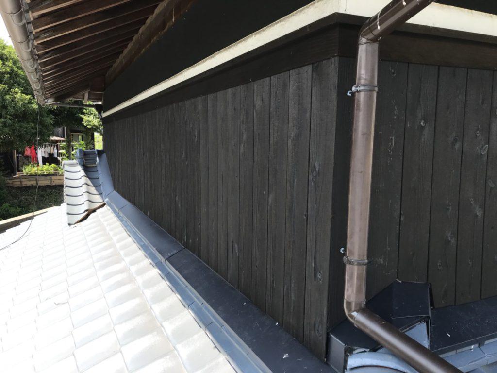 【雨漏り修理】焼板・屋根修繕工事<神戸市北区>大屋根棟積み替え工事、谷板金入れ替え工事、下り棟交換工事、漆喰工事、雨押え水切り交換工事、焼板工事、竪樋交換工事、天井復旧工事