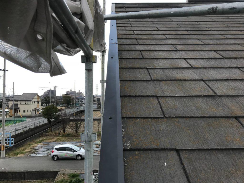 取れてなくなっている屋根板金の部分補修を行いました。