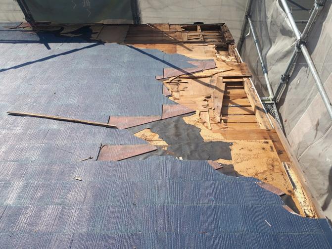 台風で吹き飛んだ屋根をスレート屋根に葺き替え<神戸市須磨区>屋根葺き替え工事、下地補修、狭小地、鉄道沿線