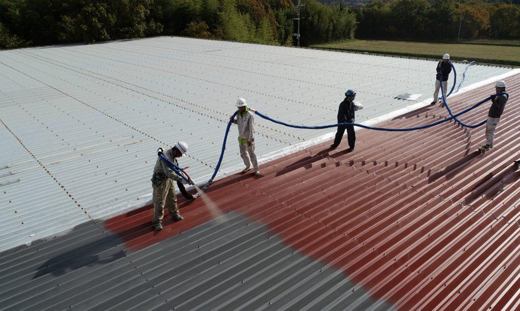 工場の金属屋根は、超速硬化ウレタン吹付防水で工期短縮補修<工場再生.com>